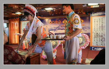 白族三道茶 三道茶是云南白族招待贵宾时的一种饮茶方式,属...