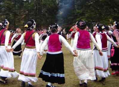 普米族人在舞蹈