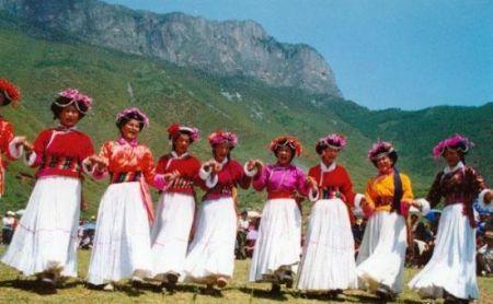 摩梭族转山节