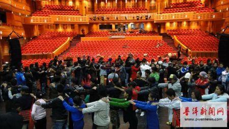 演员们在上海大剧院排练