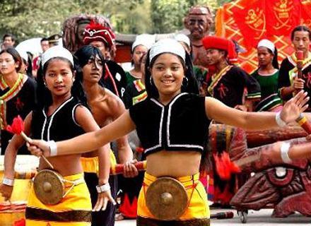 佤族姑娘欢度新米节