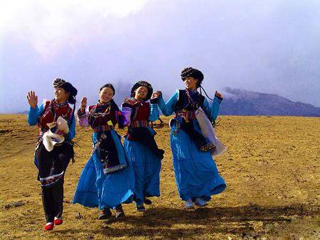 能歌善舞的普米族