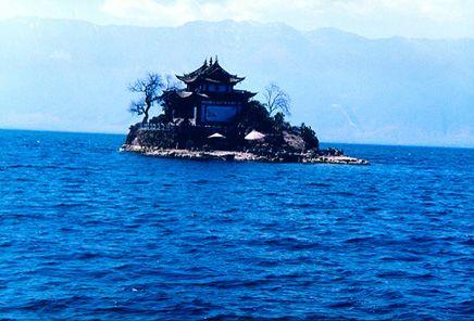 > 正文     大理那著名的小普陀岛,就在挖色村前约百来米的洱海上.