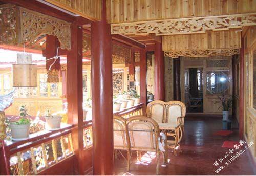 全屋木结构构造 从客厅到每间房间外壁均布满纳西