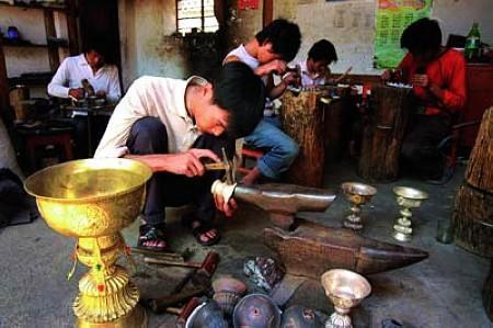 新华村原名石寨子,是一个典型的白族聚居村落,白族人口占总人口的