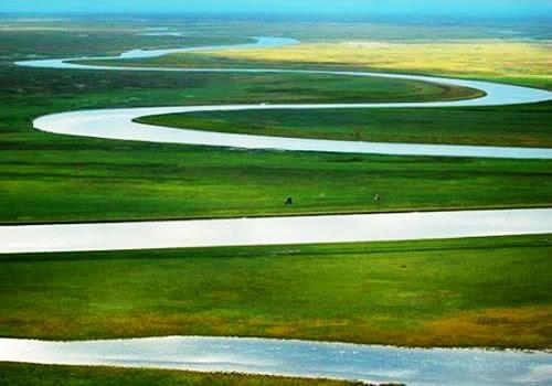 九曲十八弯(图片来源:新疆旅游)