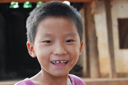 孩子淳朴的笑容
