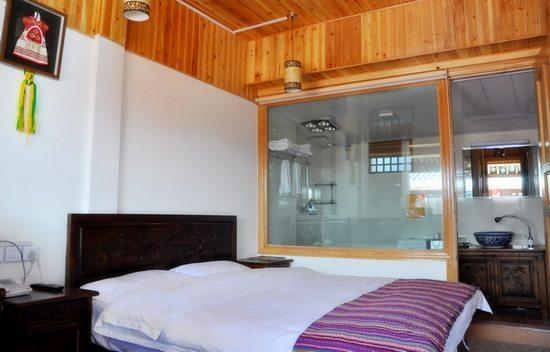 麗江頻道 旅游 麗江客棧 > 正文     客棧全新內部裝修的客房共有10個