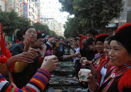 长街宴盛会
