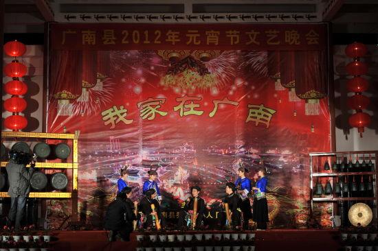 荣获2011年省第四届青歌赛的坝美山歌队为观众献上原生态歌曲《远古的歌》