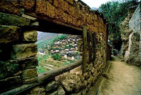 宝山石头城   宝山石头城,被金沙江峡谷环绕,流经区域谷深...