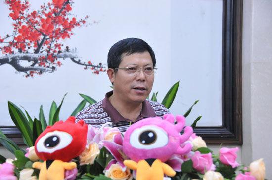 瑞丽市珠宝石协会会长郑振泉