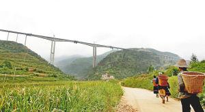 轿子雪山旅游专线马过河特大桥合龙贯通。记者王安卓摄