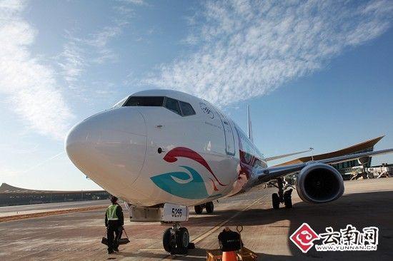 崭新的波音737-700型飞机从美国西雅图飞跃重洋降落在昆明长水国际机场
