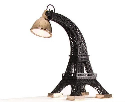 "Studio Job设计师解释""Tour Eiffel""灯具设计概念时称,有一个夏日午后,他与朋友在蓬皮杜艺术中心顶楼共进午餐时,有幸观赏到令人惊叹的埃菲尔铁塔,回想起90年代自己在巴黎的波西米亚式生活,那时候的埃菲尔铁塔曾是自己最好的朋友和最亲密的邻居。故在被委托设计灯具时,这个灵感便油然而生。   在2012迈阿密设计展期间,Carpenters Workshop Gallery展出了由Studio Job创作的新作品,一张桌子和一盏台灯,这两件作品的灵感均来自世纪知名的地标建筑。"