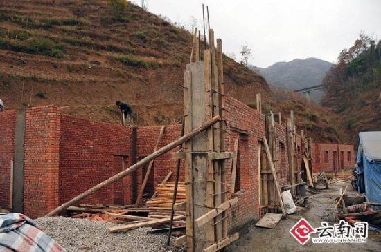 洛泽河虎丘铜厂村民小组村民正在建设中的房屋