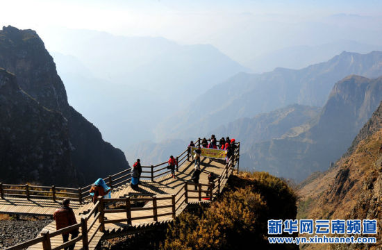 区海拔3000多米的云南省昭通市大山包乡鸡公山大峡谷天然风景区游峡谷