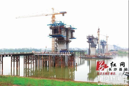 沪昆客运专线湘江大桥预计6月底可以完成主体建设。章帝 摄