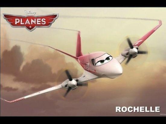 基于皮克斯热卖动画系列《赛车总动员》而衍生的迪士尼Toon动画新作《飞机总动员》将于今年8月9日在北美以3D形式上映,今日该片曝光了海量剧照,同时影片的强大配音阵容也得以曝光,方基默、安东尼爱德华兹、朱莉娅路易斯-德利法斯、约翰克立斯、朴雅卡乔普拉、泰瑞海切尔等人都将加盟。 影片讲述了来自无名小城的灰机(Dusty,戴恩库克配音)梦想着成为一名高空赛手,但寒酸的外形和严重的恐高症成为了自己的最大阻碍,于是他找到飞行大赛卫冕冠军海军机长(Skipper,斯泰西基齐配音)寻求帮助,最终灰机能否鼓