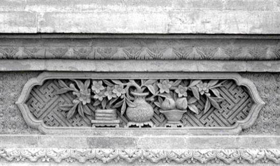 砖雕砖雕是我国独特的建筑雕刻艺术,它是在建筑的砖面上进...