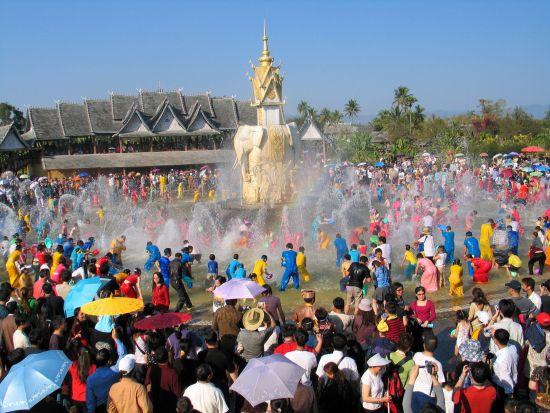 傣族园泼水广场天天泼水节