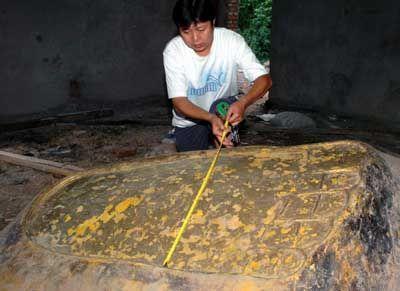 千年巨型手脚印