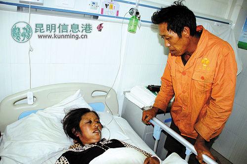 伤者杨立芬在县医院接受治疗