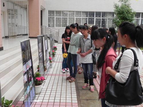 展览包括了师宗县视觉形象宣传册,宣传卡设计,师宗县旅游产品,工艺