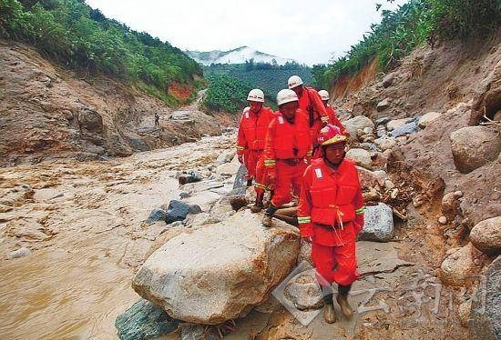 强降雨致我省多地发生泥石流自然灾害,使全省范围内的干旱和洪涝可能并存。通讯员王勇/摄