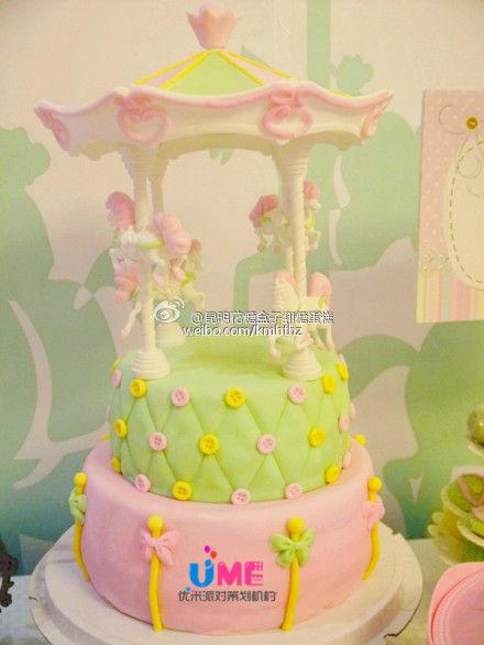 翻糖蛋糕(图片来源:新浪微博)