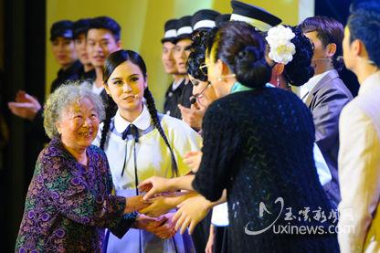 聂耳亲属聂丽华与大型原创舞台音乐剧《国之歌》演职员见面