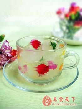 鲜花冰块(图片来源:美食天下)
