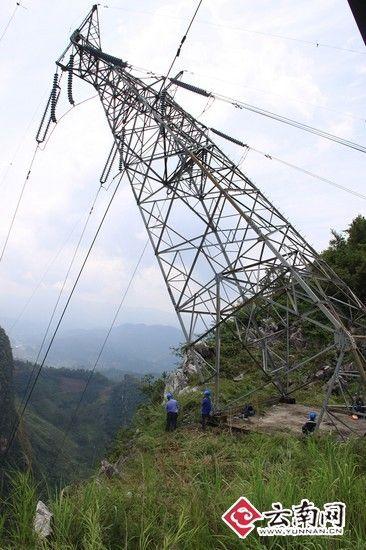 武汉一座110千伏高压输电线路铁塔发生倾斜