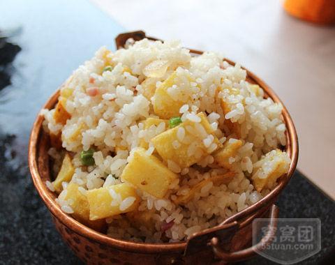 铜锅洋芋饭(图片来源:窝窝网)