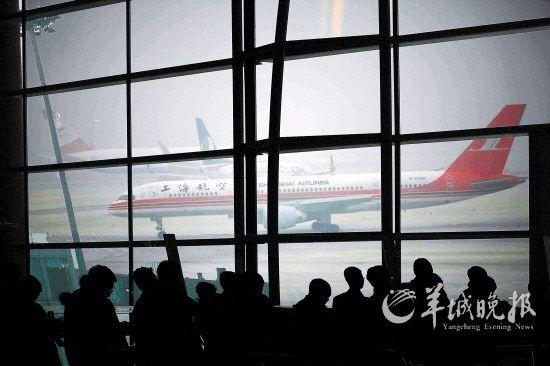 航班延误耽误旅客出行 羊城晚报记者 郑迅 摄