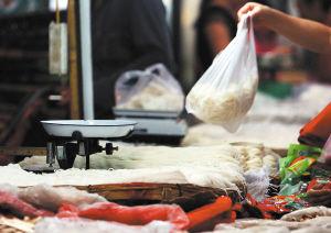 现在昆明市场上销售的米线质量良莠不齐 张玉杰