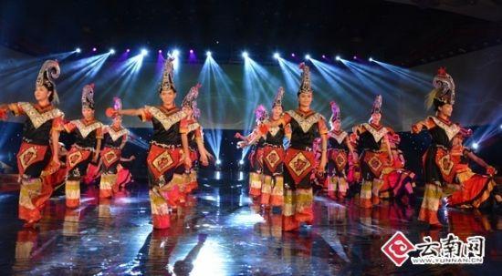 现场精彩的民族舞蹈表演
