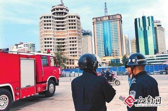 消防车辆已准备就绪 记者 江洋 摄