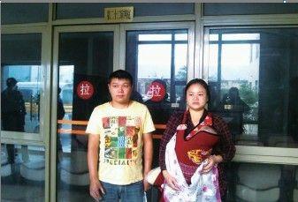 受害人夫妇。记者 尹博林 摄