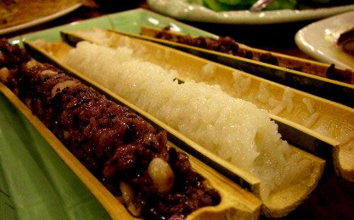 劈开的竹筒饭(图片来源:中国民航网)