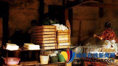 石屏豆腐的制作(图:城市在线新闻网)