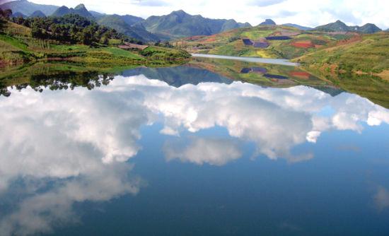 """文山市君龙湖水利风景区属于滇东南旅游区,是一个以""""暮底高清图片"""
