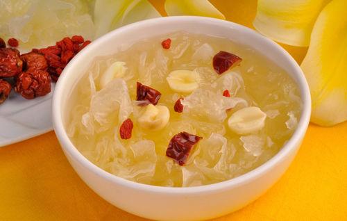 银耳莲子粥(图:中国景宁新闻网)