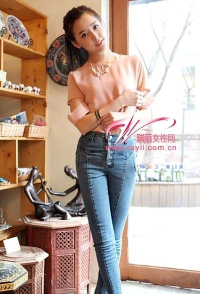 街拍牛仔裤细腿美女高腰裤搭配高腰牛仔裤美女高腰 竖